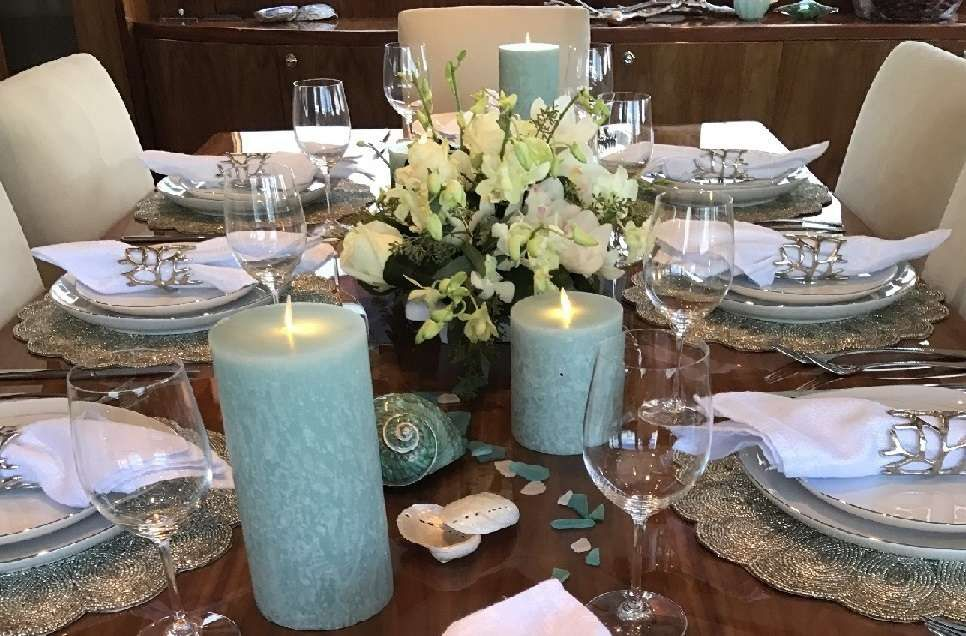 LADY DEENA II Hargrave 101 Luxury Motoryacht Dining