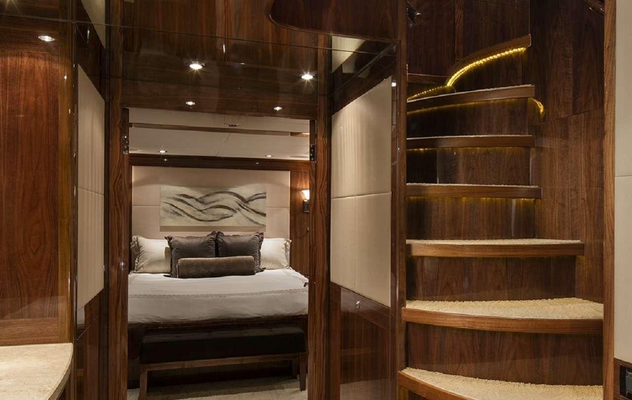 LADY DEENA II Hargrave 101 Luxury Motoryacht Stairwell