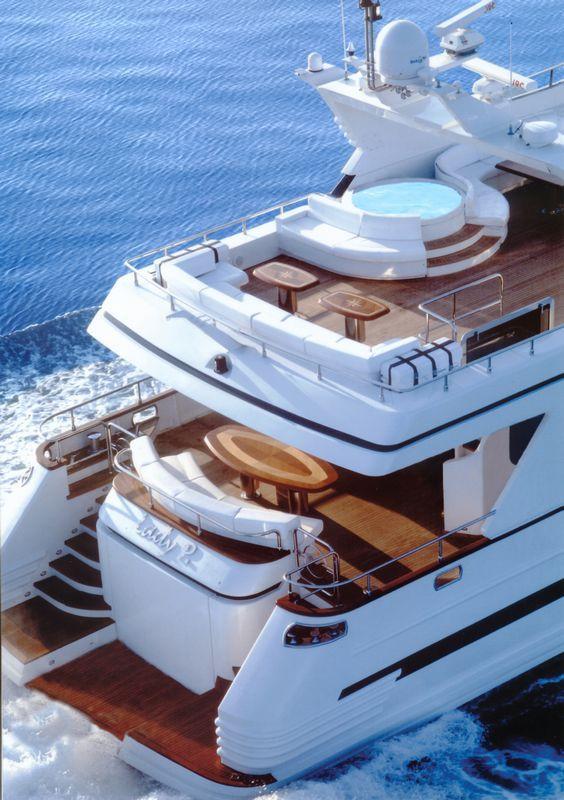 LADY P - Crewed Motor Yacht - Stern Cruising