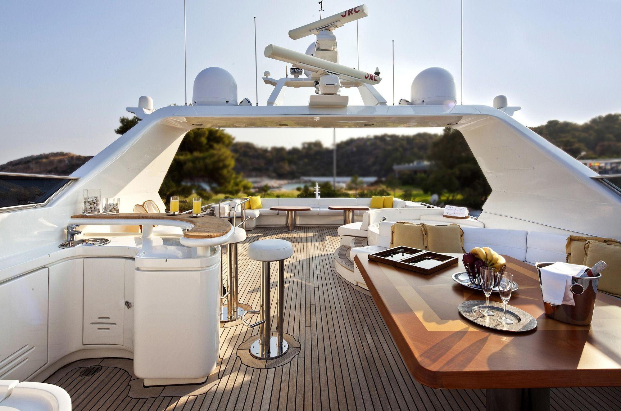 LADY P - Crewed Motor Yacht - Flybridge