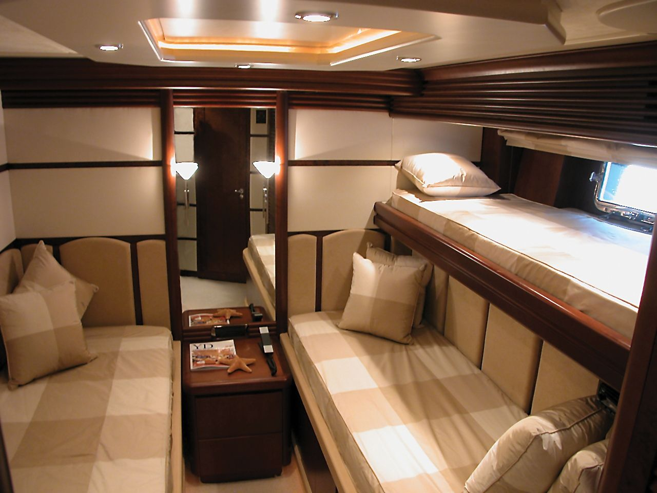 LADY P - Crewed Motor Yacht - Twin with Pullman