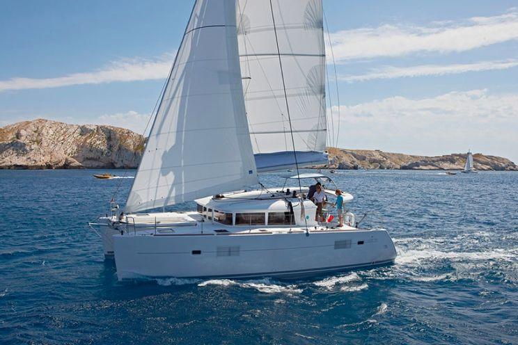 Charter Yacht Lagoon 400 Owner Version - 3 Cabins - Tortola, BVI