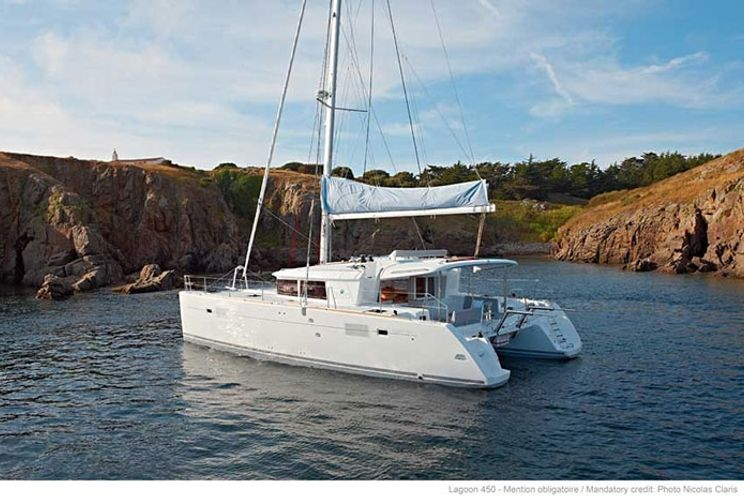 Charter Yacht Lagoon 450 - 4 Cabins - St Raphaël - South of France