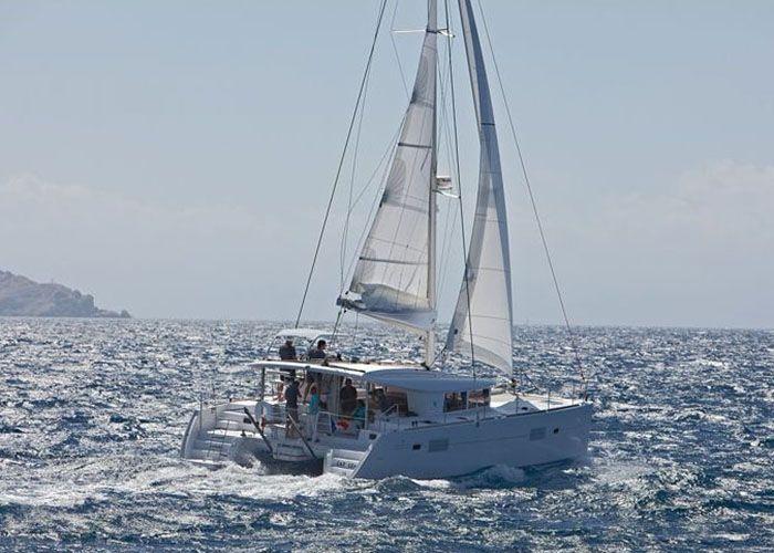 Lagoon 400 S2 - Sailing