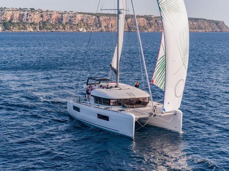 Lagoon 40 Sailing