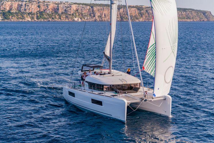 Charter Yacht Lagoon 40 - Grande croisiere - 4 Cabins - Tahiti, Bora Bora, South Pacific