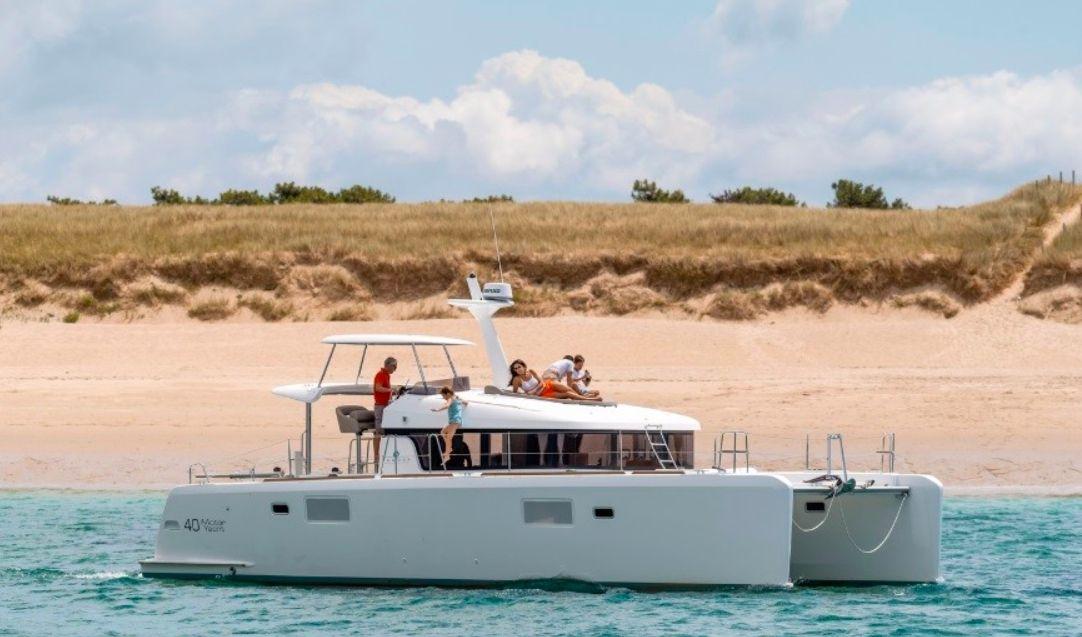 Lagoon 40 Power Catamaran with watermaker - 4 Cabins - New Caledonia