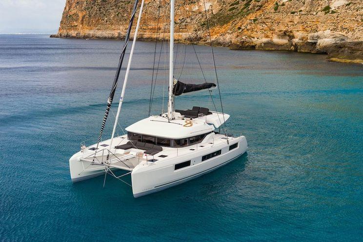 Charter Yacht HAPPY FEET - Lagoon 50 - 5 Cabins - Athens - Mykonos - Paros