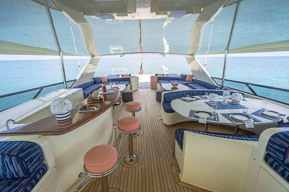 LEGACY Motor Yacht Flybridge