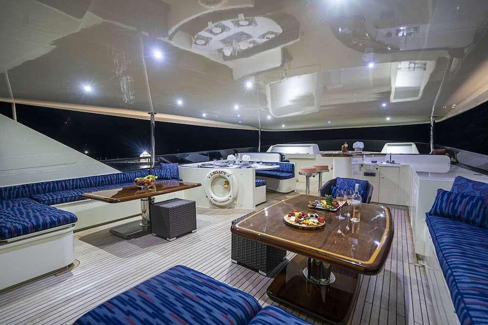 LEGACY Motor Yacht Flybridge 1