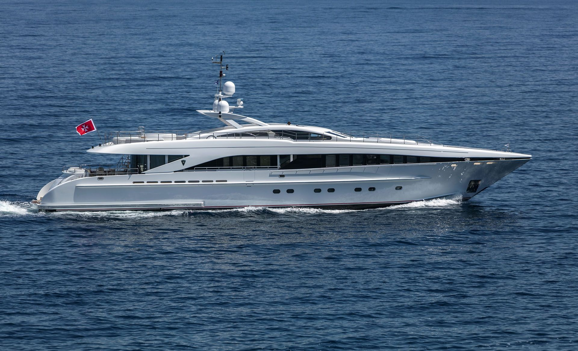 L`EQUINOX - Heesen 37m - 5 Cabins - Athens - Mykonos - Siros - Naxos