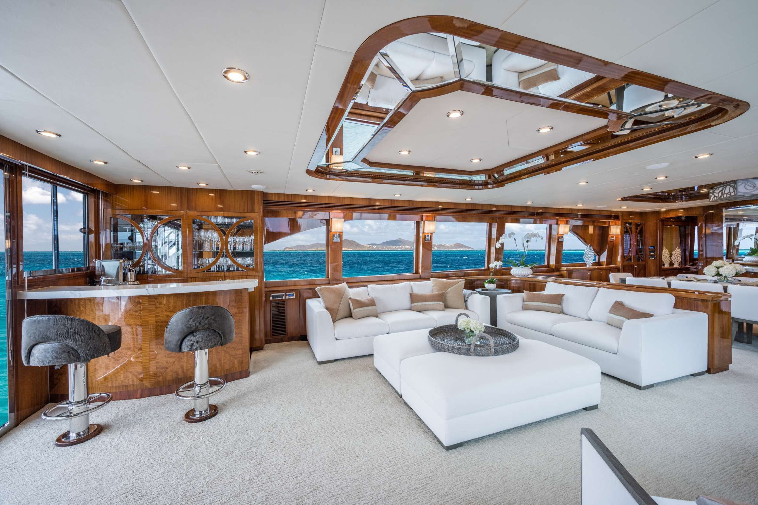 LIMITLESS Crewed Motor Yacht Salon