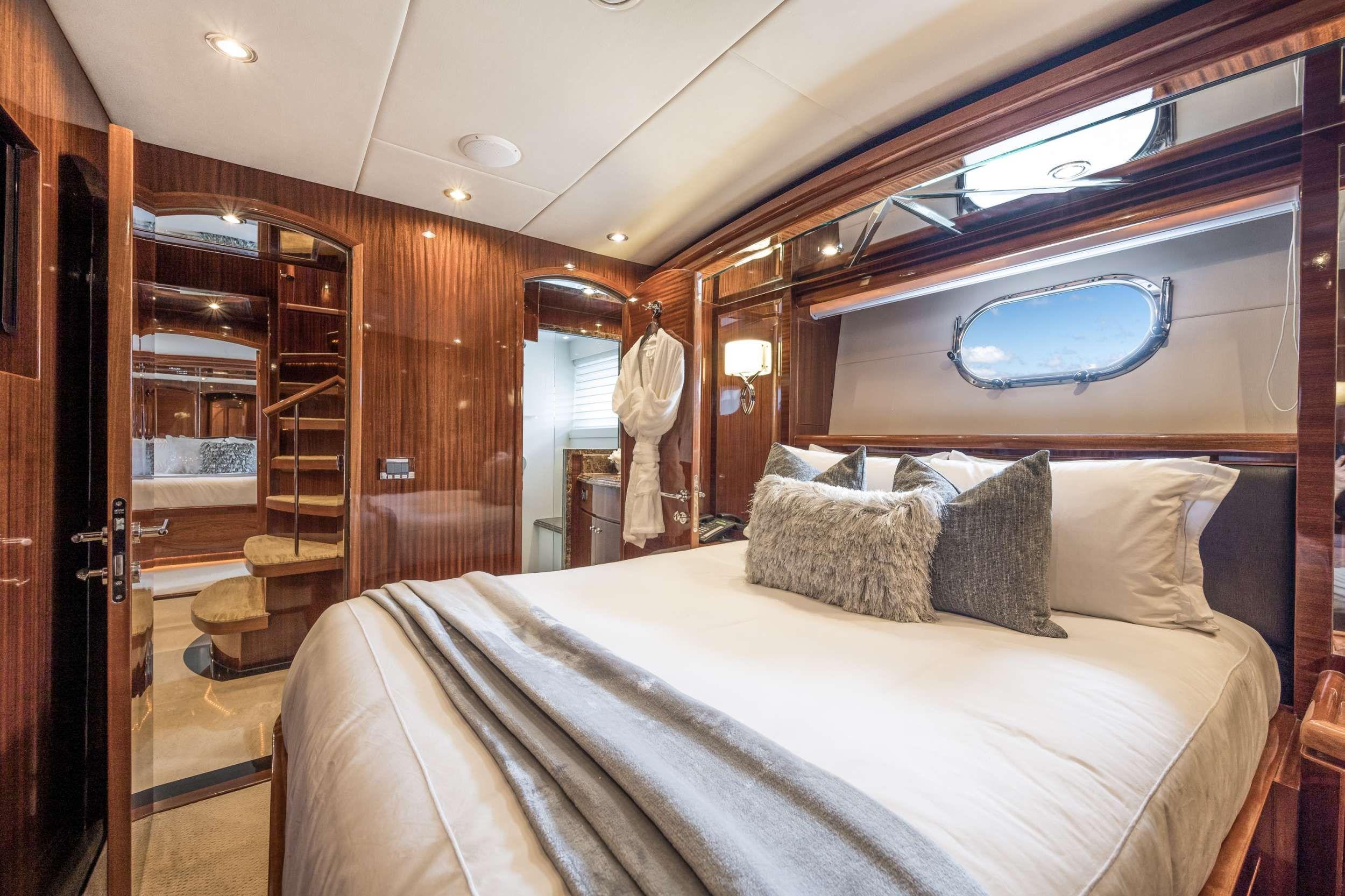 LIMITLESS Crewed Motor Yacht Queen Cabin