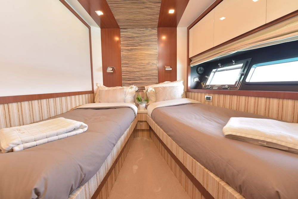 LITTLE ONE - Baia Italia 70 - Twin Cabin
