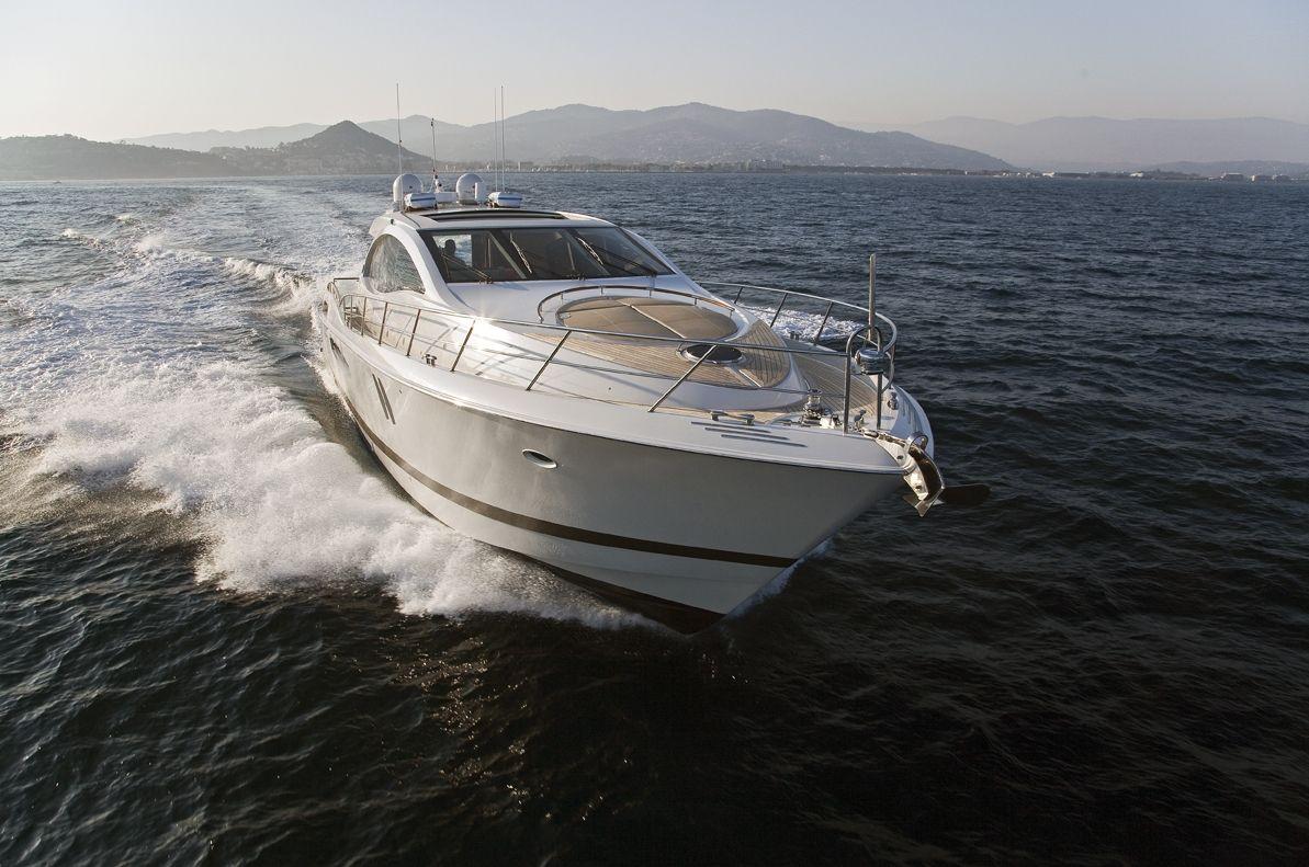 LIZZI Lazzara 75 Luxury Motoryacht Running