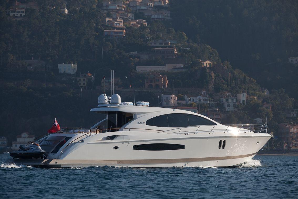 LIZZI Lazzara 75 Luxury Motoryacht Side View