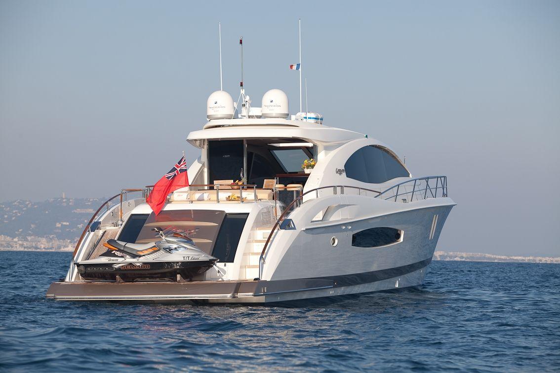 LIZZI Lazzara 75 Luxury Motoryacht Rear