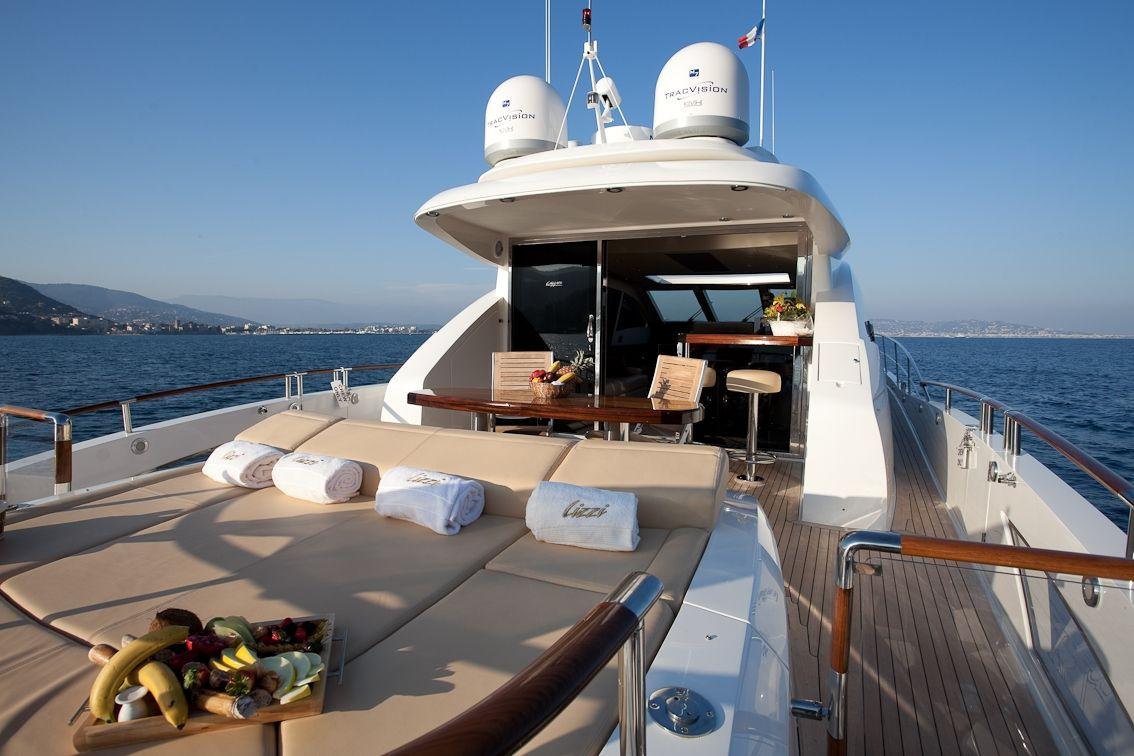 LIZZI Lazzara 75 Luxury Motoryacht Bow