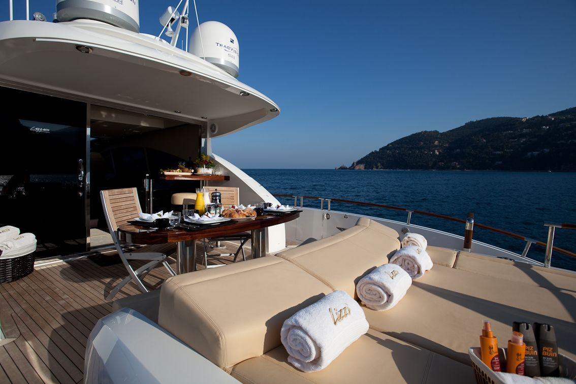 LIZZI Lazzara 75 Luxury Motoryacht Sun Lounge