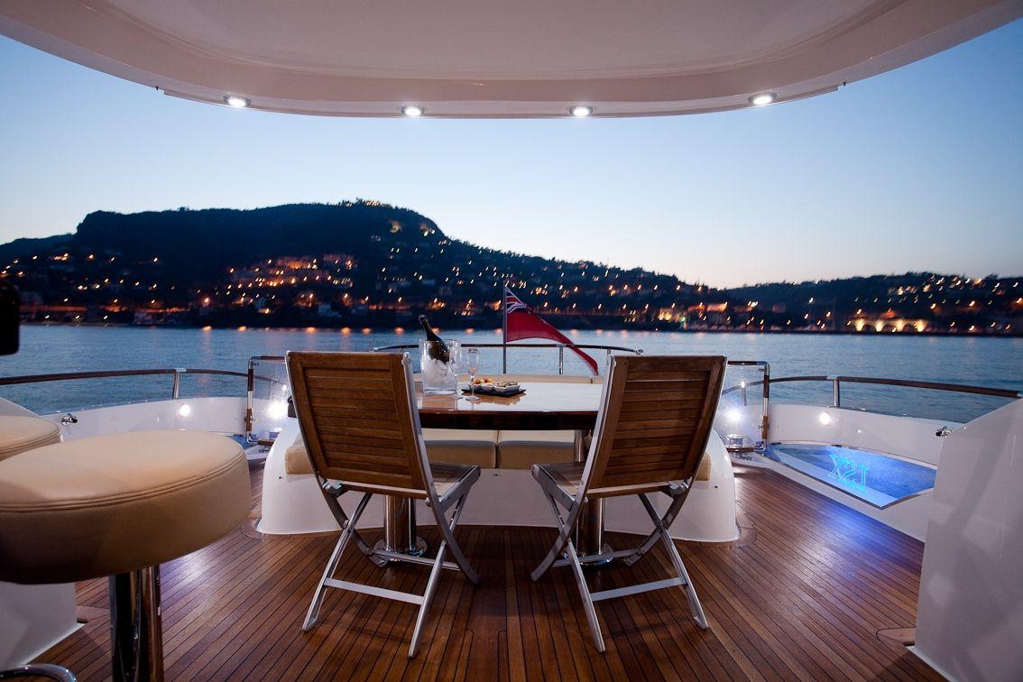LIZZI Lazzara 75 Luxury Motoryacht Evening Views