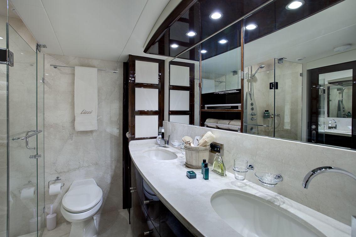 LIZZI Lazzara 75 Luxury Motoryacht Marble Bathroom