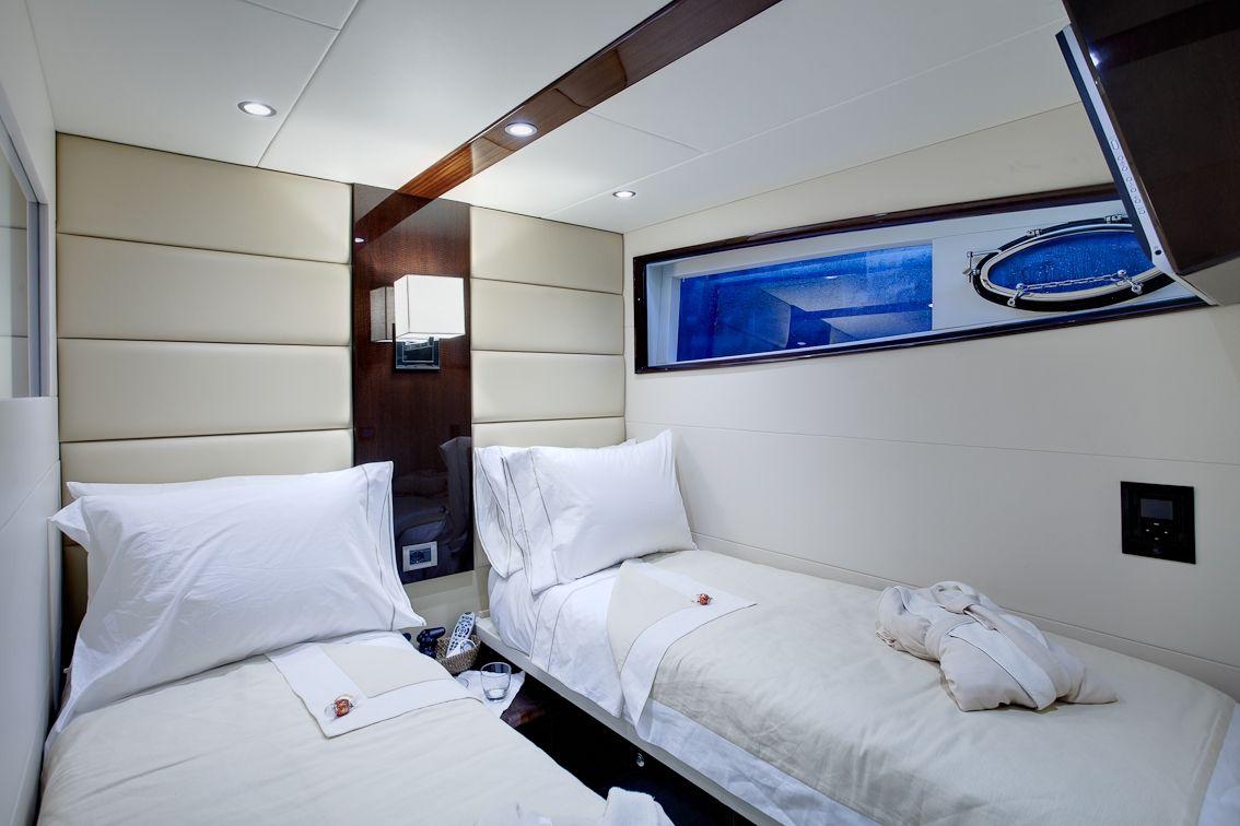 LIZZI Lazzara 75 Luxury Motoryacht Twin Cabin