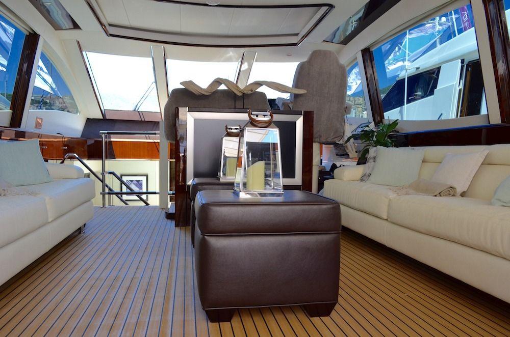 LIZZI Lazzara 75 Luxury Motoryacht Main Saloon