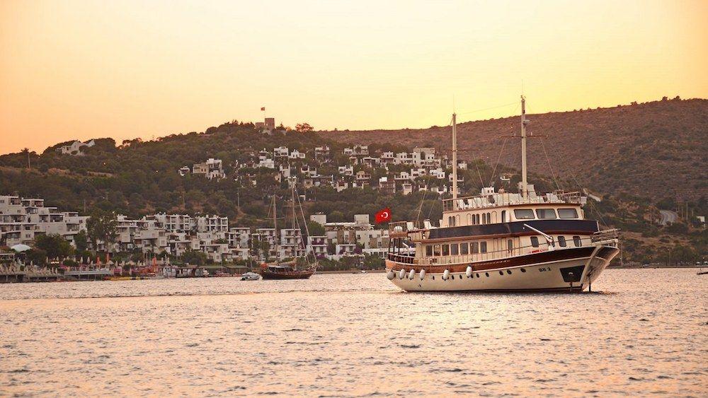 Gulet Love Boat Anchor