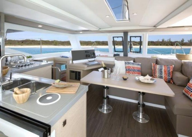 Lucia 40 - Galley