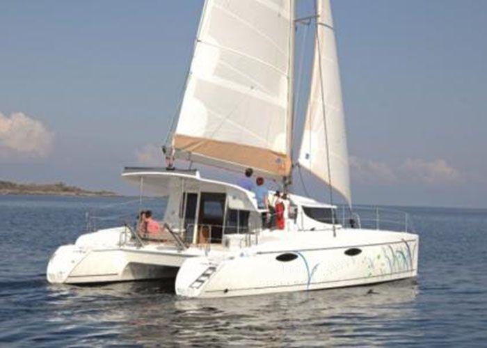 Mahe 36 - Sailing