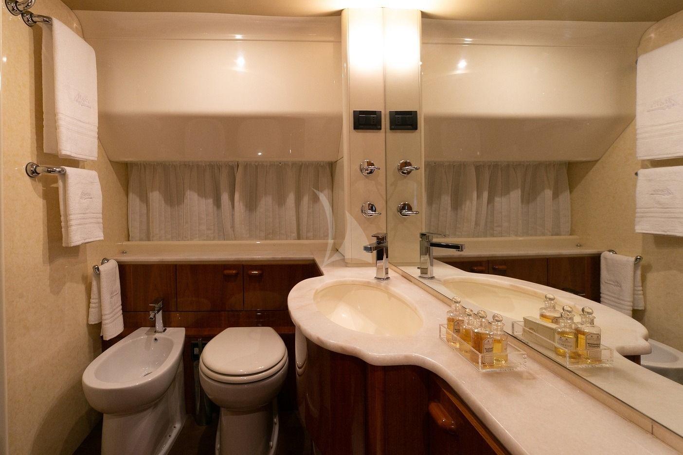 MAITE Ferretti 72 Bathroom
