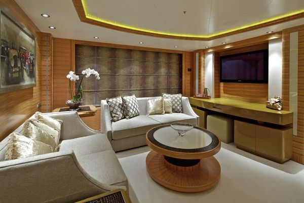 MIA RAMA Golden Yachts 176 Master Salon