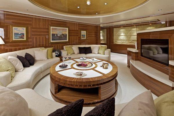 MIA RAMA Golden Yachts 176 Upper Salon