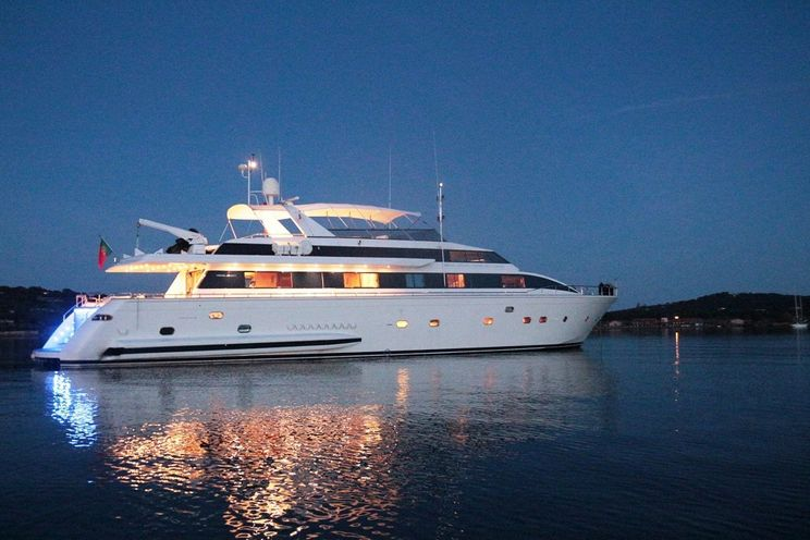 Charter Yacht MISS CANDY - 30m Versilcraft - 4 Cabins - Cannes - Monaco - St Tropez - Nice