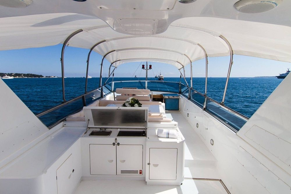 MISS CANDY - Crewed Motor Yacht - Flybridge