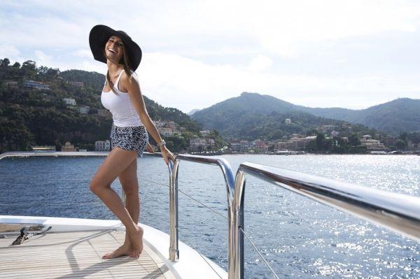 MOLLY MALONE Princess 95 Luxury Motoryacht Sunbathe