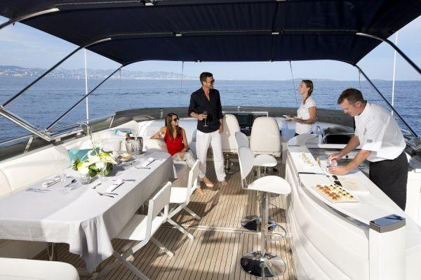 MOLLY MALONE Princess 95 Luxury Motoryacht Bar