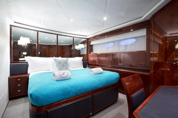 MOLLY MALONE Princess 95 Luxury Motoryacht VIP Cabin