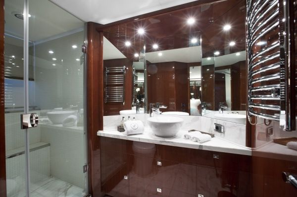 MOLLY MALONE Princess 95 Luxury Motoryacht Bathroom