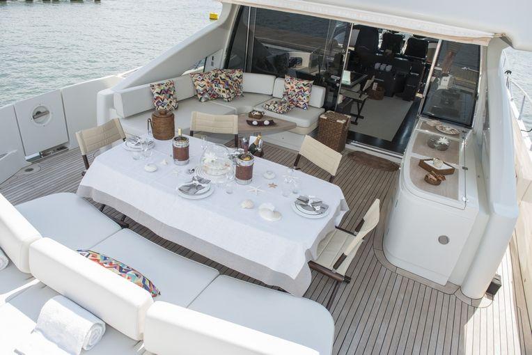 MR LOUIS Azimut 86s Luxury Motoryacht  Al Fresco