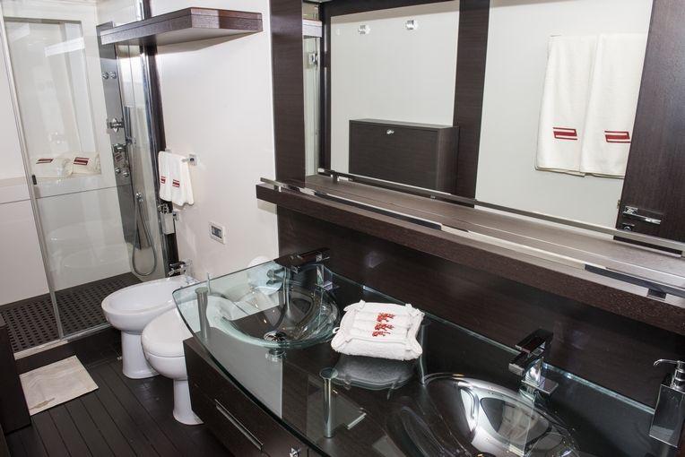 MR LOUIS Azimut 86s Luxury Motoryacht Bathroom