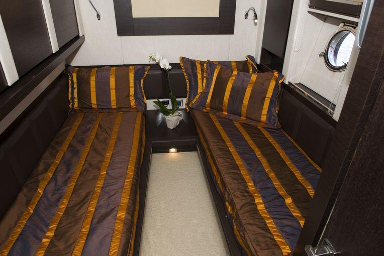 MR LOUIS Azimut 86s Luxury Motoryacht Twin Cabin