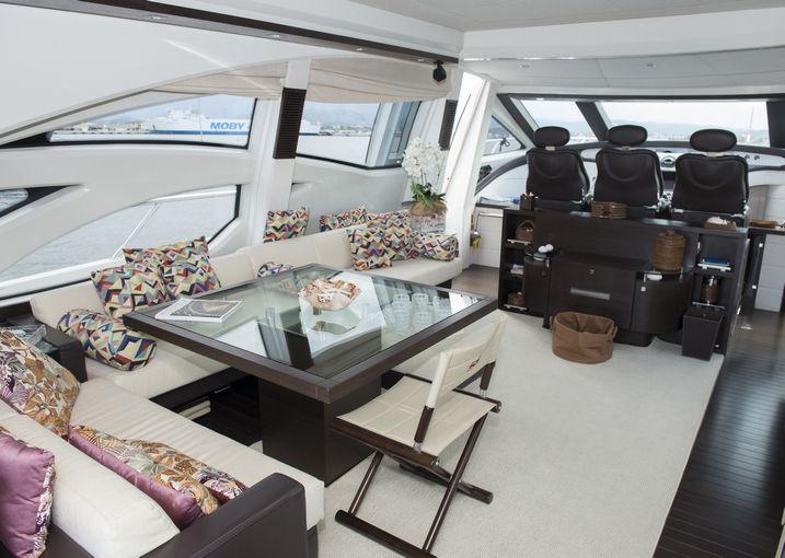 MR LOUIS Azimut 86s Luxury Motoryacht Saloon