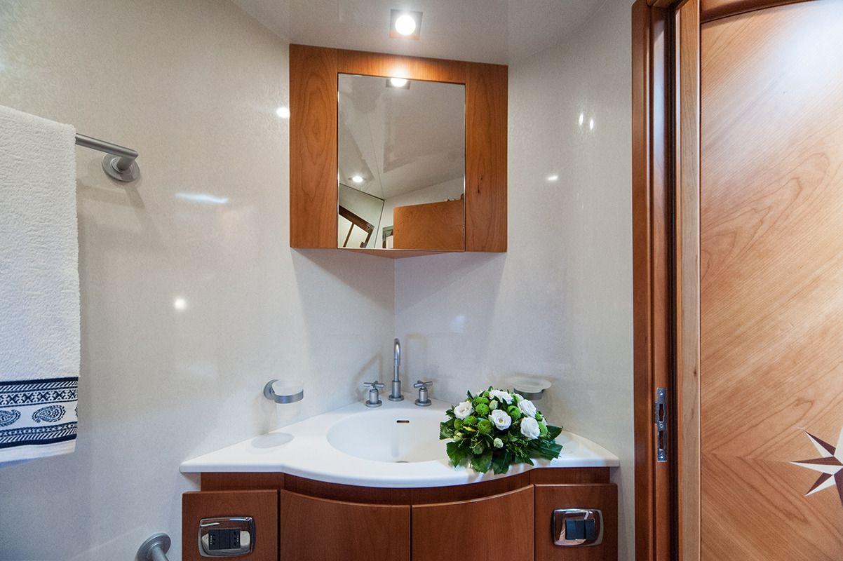 NADAZERO Raffaelli 22m Motoryacht Bathroom