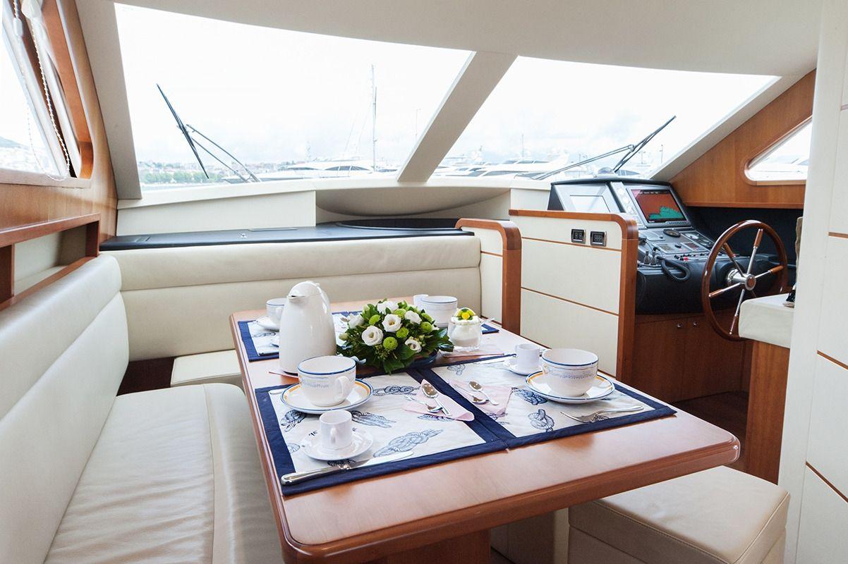 NADAZERO Raffaelli 22m Motoryacht Dining