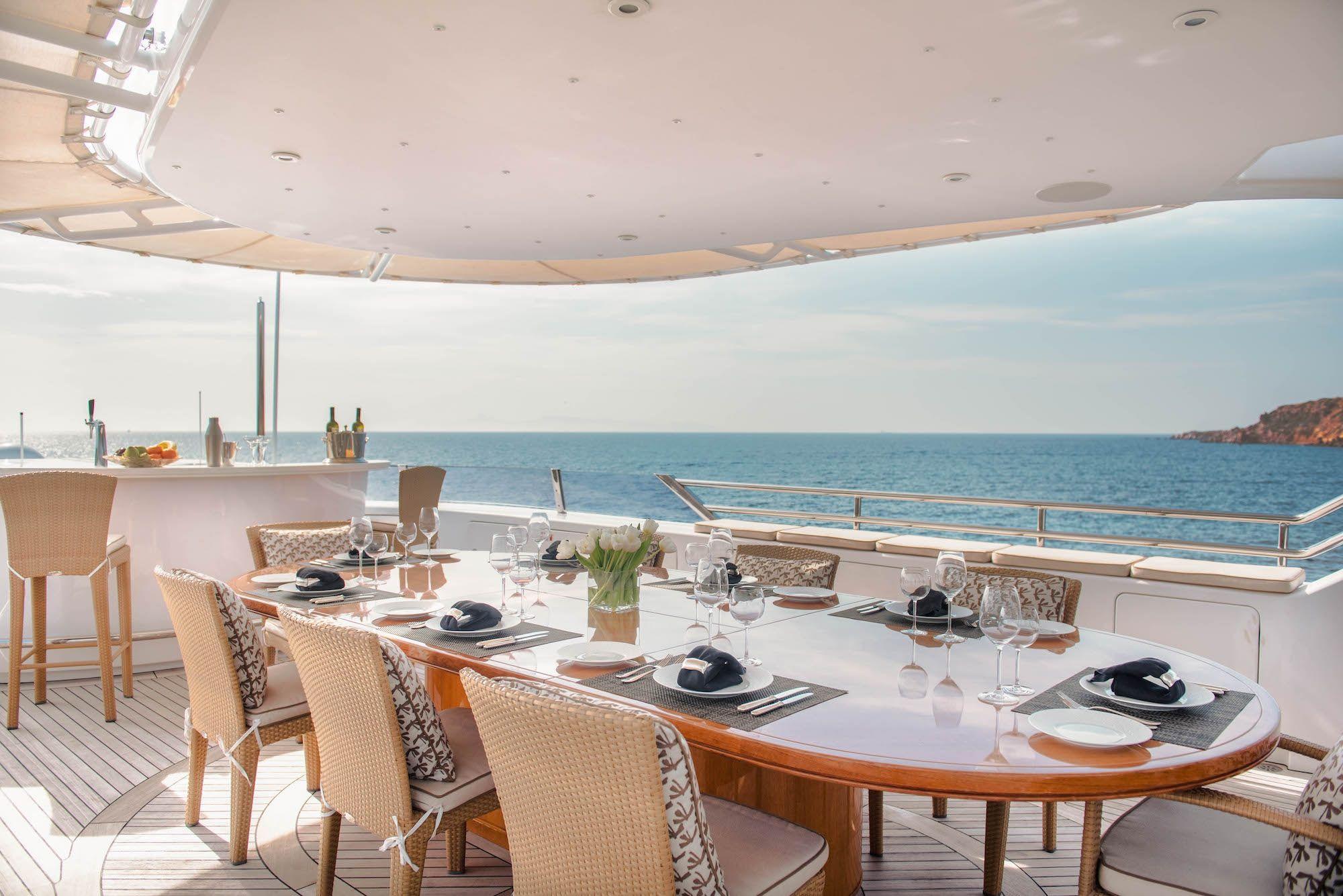 ISA Motor Yacht OASIS Al Fresco Dining