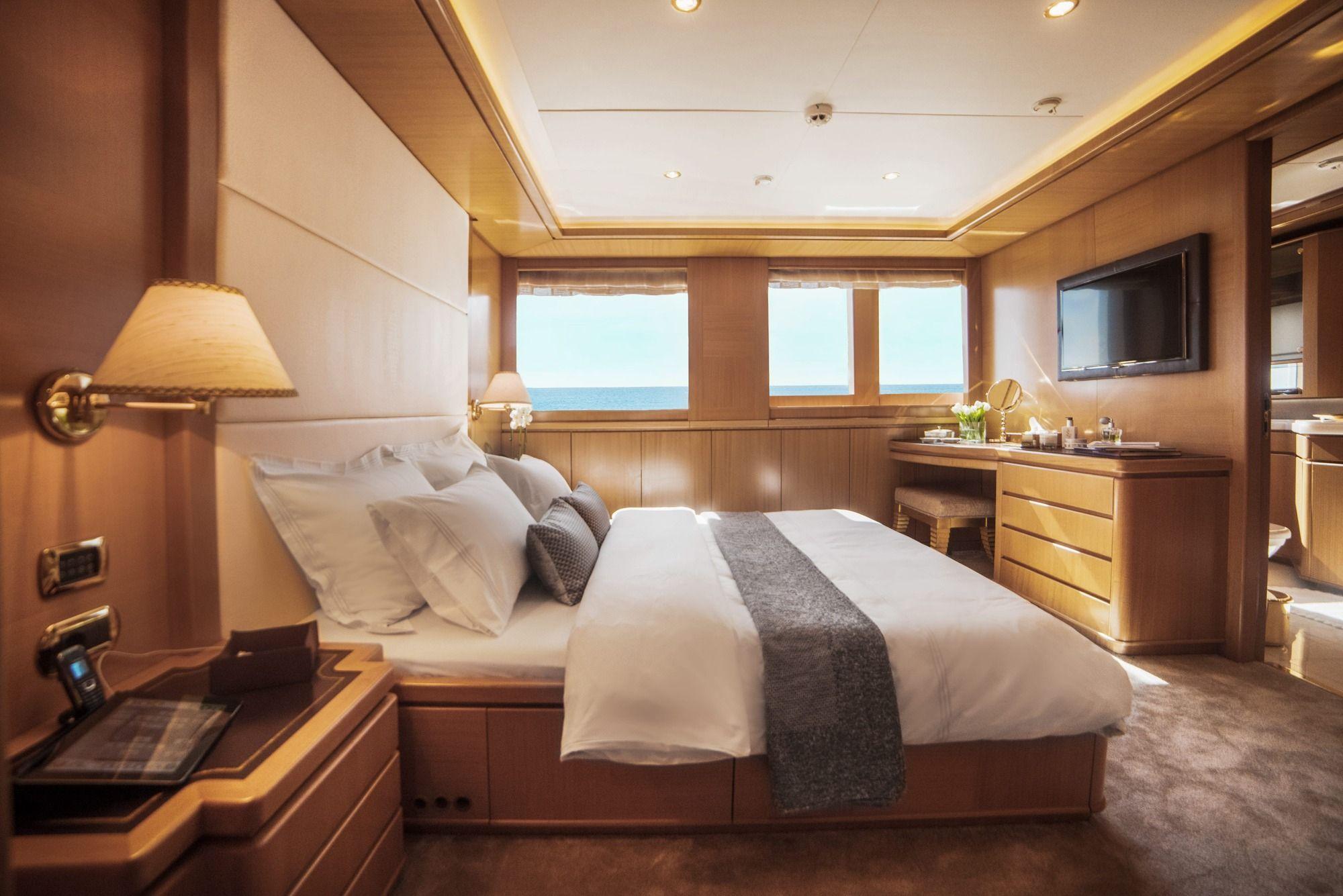 ISA Motor Yacht OASIS Cabins