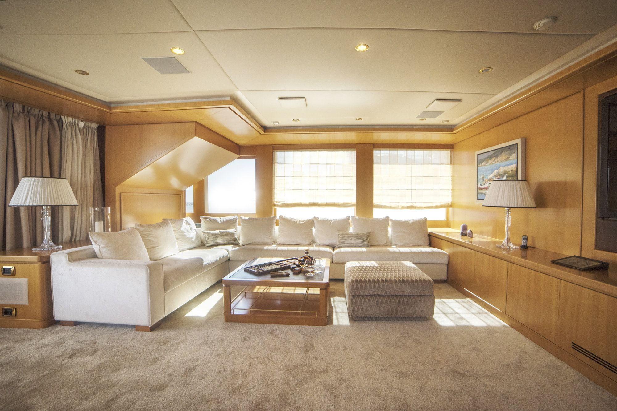 ISA Motor Yacht OASIS Skylounge 1