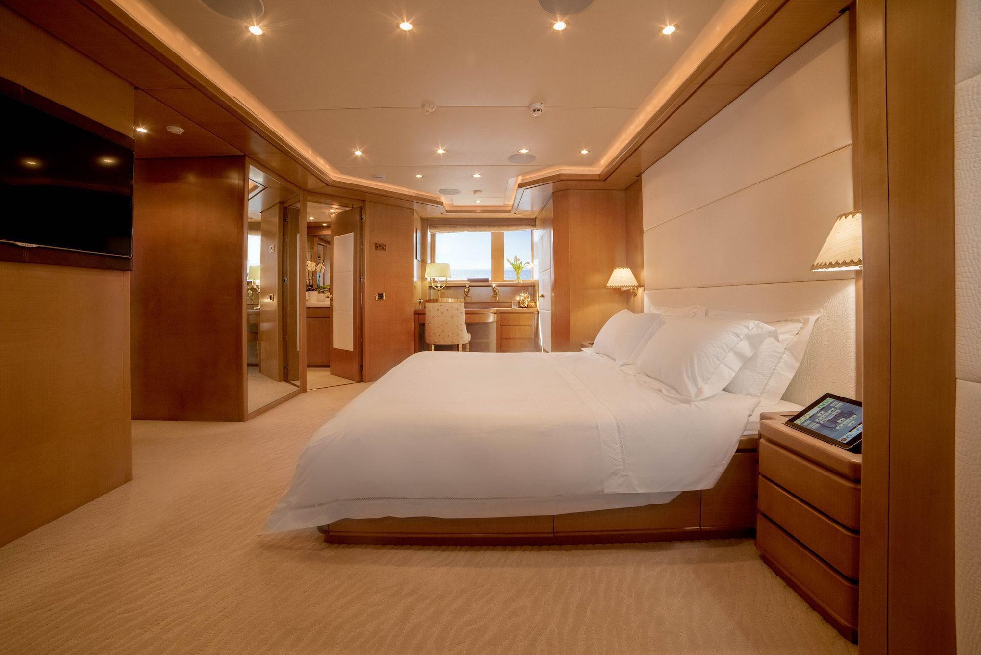 ISA Motor Yacht OASIS Master