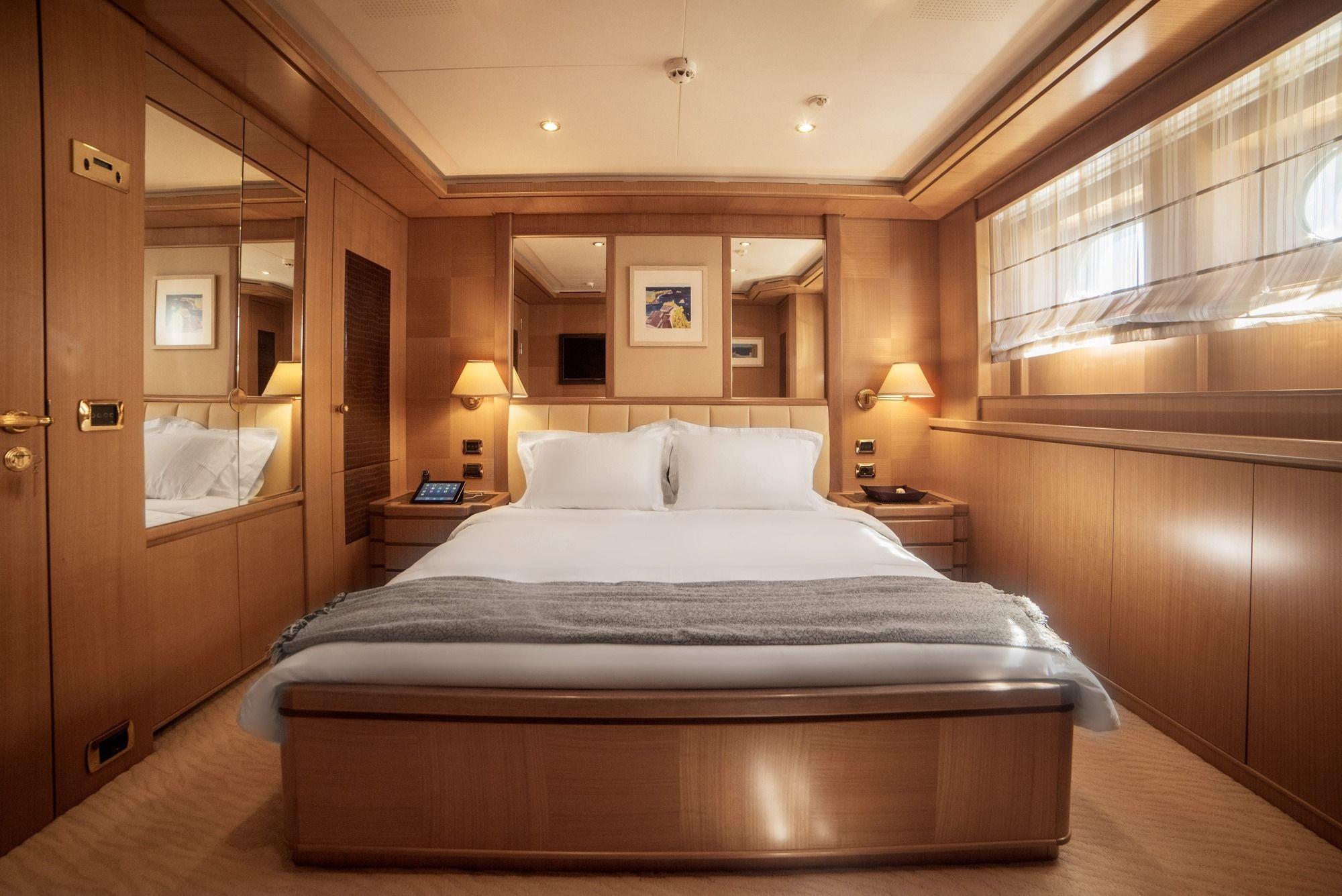 ISA Motor Yacht OASIS Double